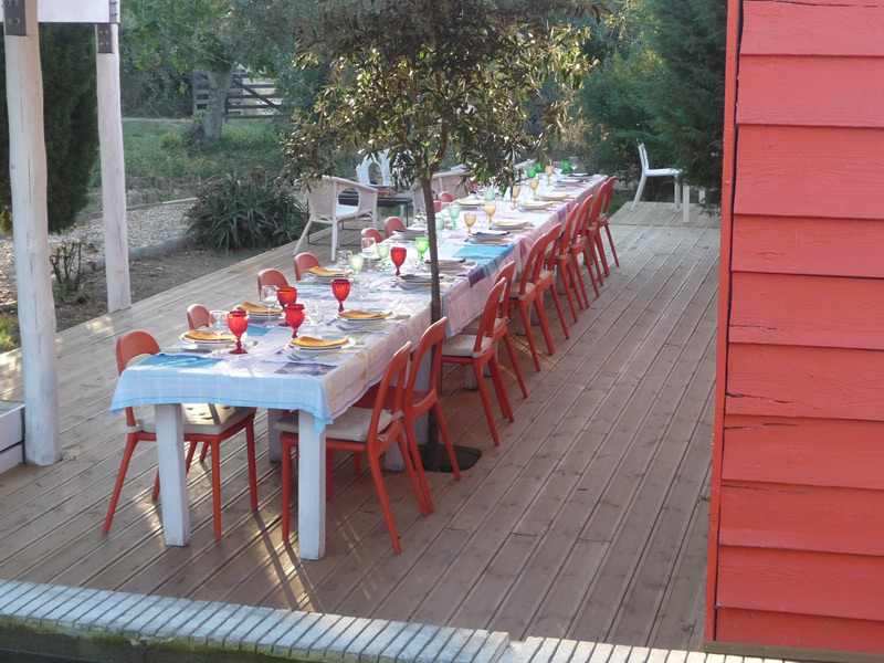 8-Herdade-da-Matinha-Alentejo-Portugal-Country-Hotel-Eating-Outside