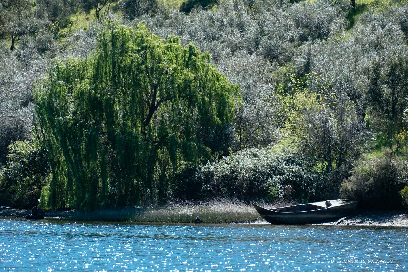 a traditional fishing boat at rest on the spanish bank of the Tejo River, close to Malpica do Tejo, 2016